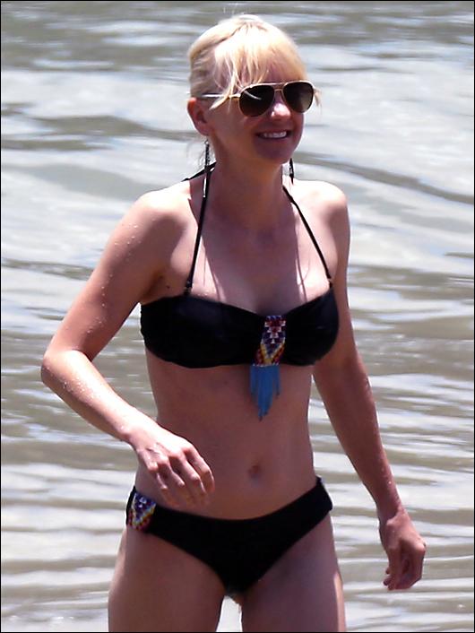 anna faris black bikini