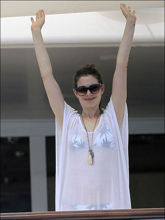 anne hathaway bikini cover-up