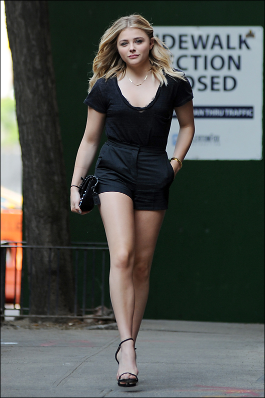 chloe grace moretz long legs in shorts