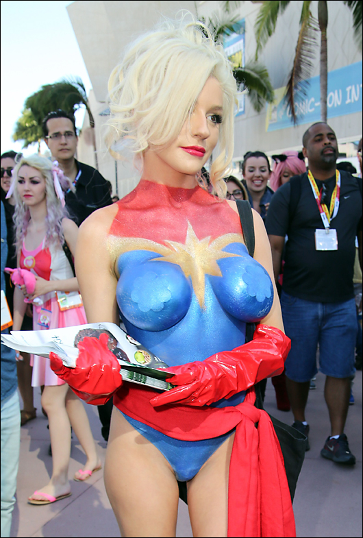 courtney stodden bodypaint at comic con