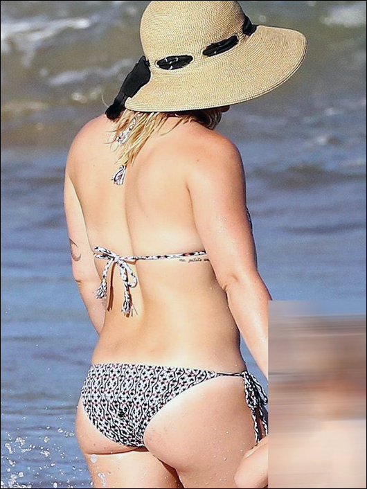 hilary duff ass in a bikini