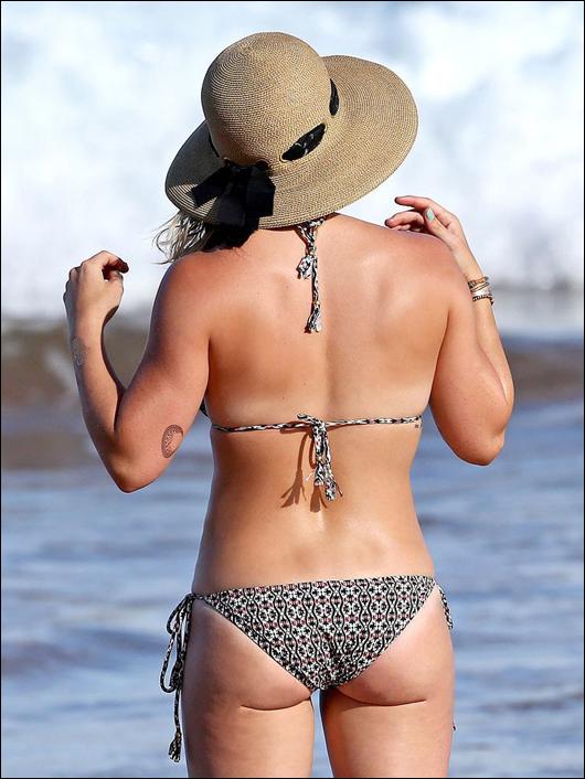 hilary duff bikini ass