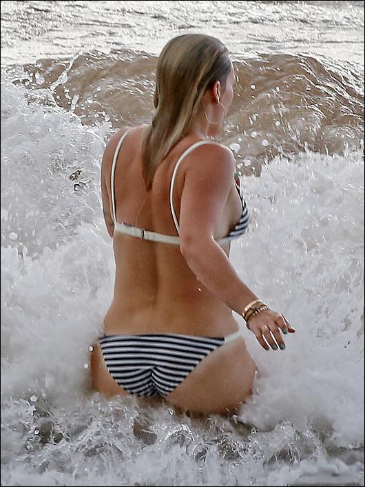 hilary duff bikini maui