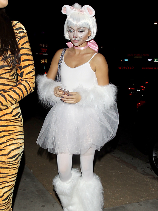 sarah hyland halloween