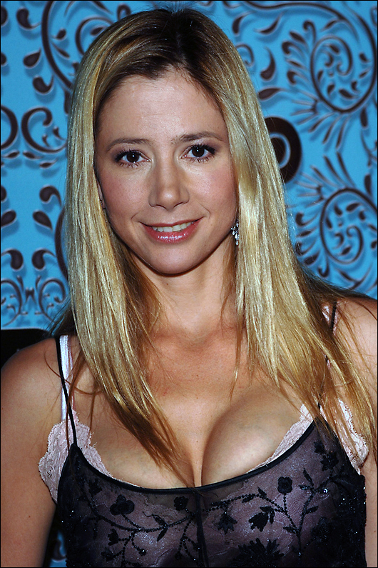mira sorvino not invited to the golden globes