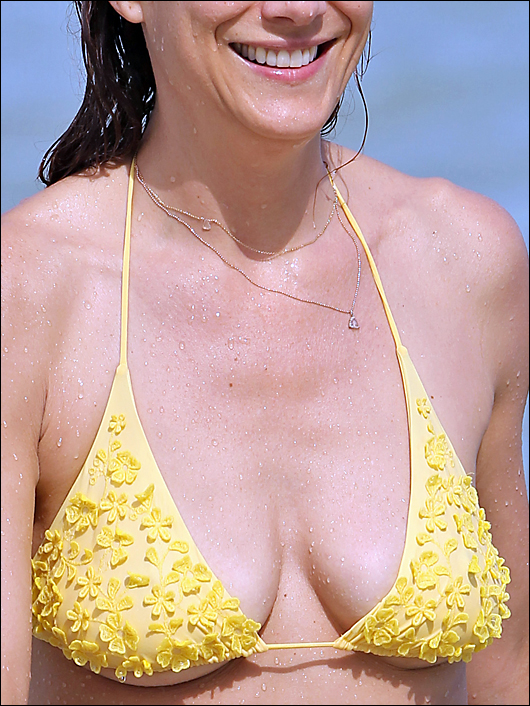 kate walsh bikini boobs