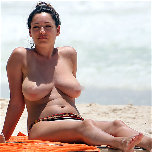 kelly brook topless at the beach