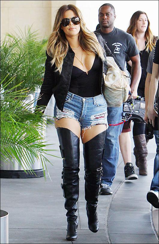 khloe kardashian short shorts