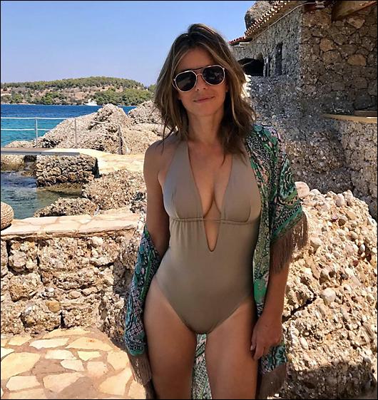 elizabeth hurley sexy swimsuit