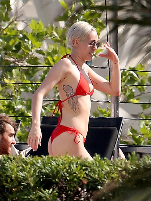 miley cyrus red bikini