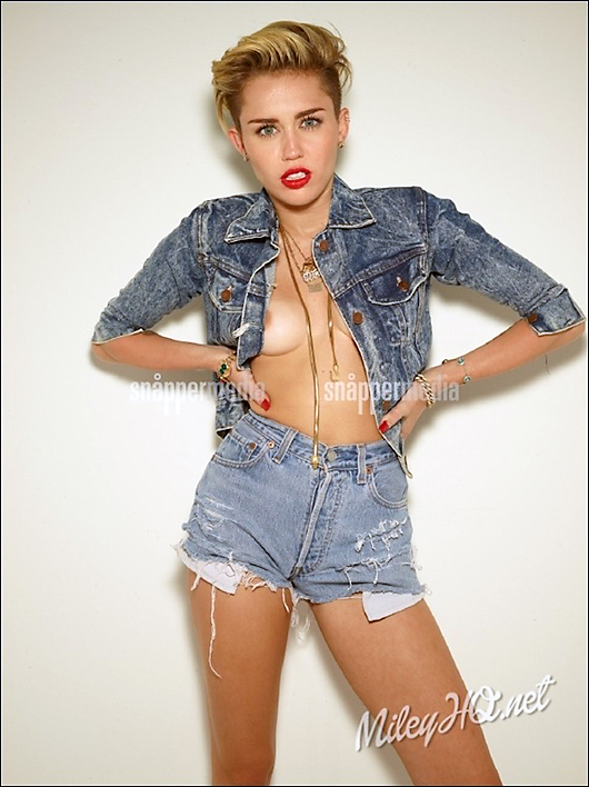 miley cyrus nipple slip