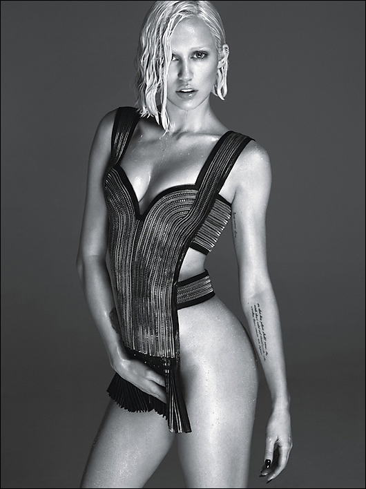 miley cyrus in w magazine looking hot