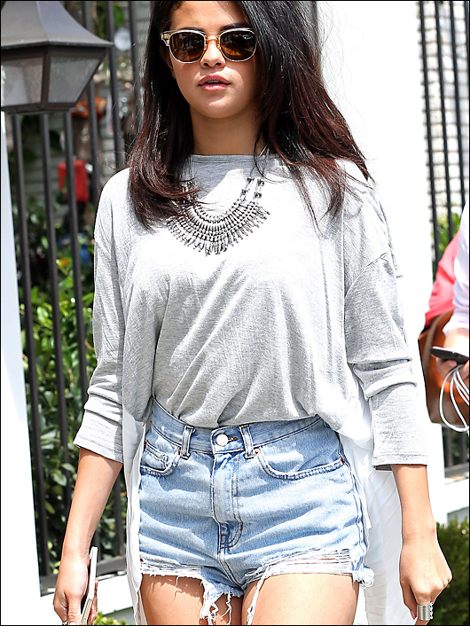 selena gomez short shorts