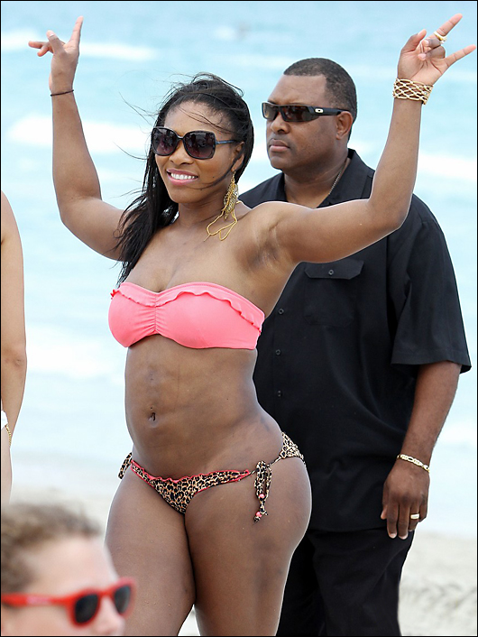 serena Williams fat in a bikini