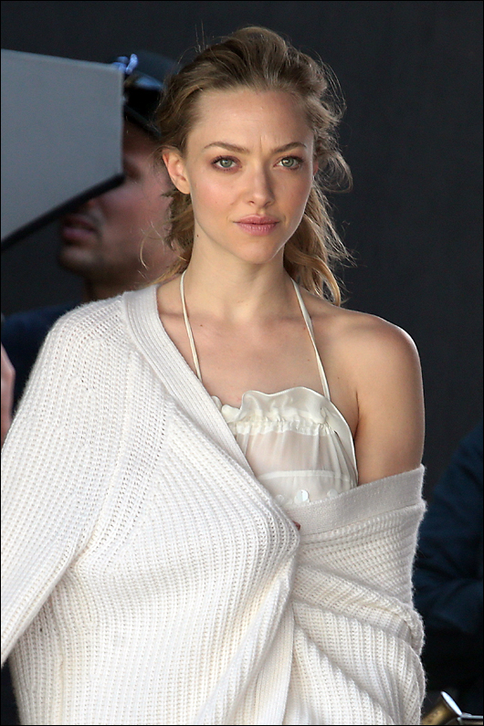 amanda seyfried see thru