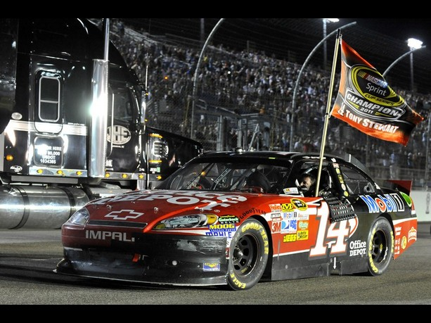 tony stewart wins 2011 sprint cup