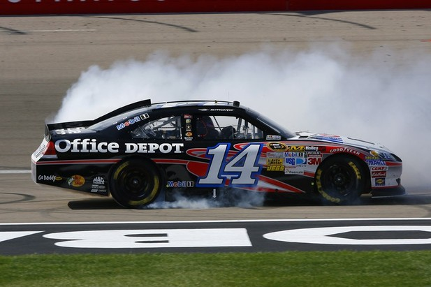 tony stewart wins kobalt tools 400