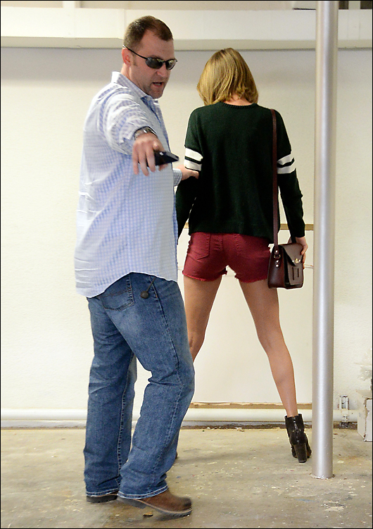 taylor swift ass in shorts