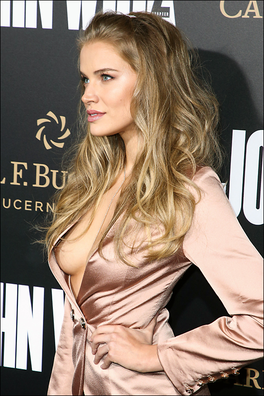tanya mityushina nipple at john wick 2 premiere