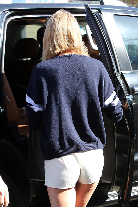 taylor swift white booty shorts